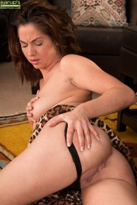 Lusty mature newcomer Crystall Anne