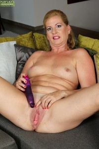 Laura Oswald gets off with her dildo at karupsow.com