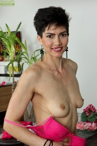 Sexy Halle shows off her naked body and her new dildo at karupsow.com
