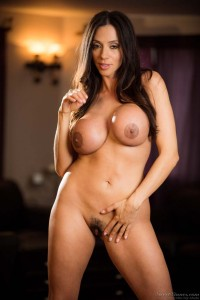 Stunning senior sex star Ariella Ferrera shows off her sexy at sweetsinners.com