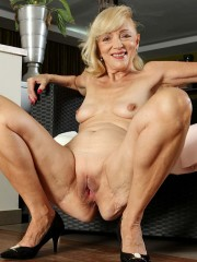 Lesley the horny granny shows off her old pussy and more at karupsow.com