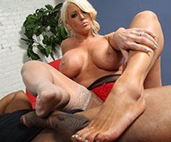Alura Jenson takes a cum-load on her feet
