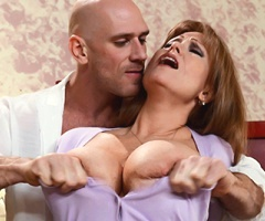 Super sexy MILF Darla Crane brings her gorgeous body to mommygotboobs.com