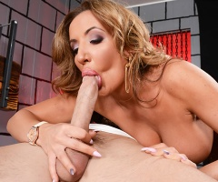 Porn slut Richelle Ryan takes a huge dick and makes it cum at milfslikeitbig.com