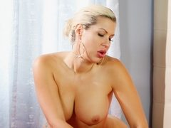 Sexy Savannah Styles gets down and dirty at prettydirty.com